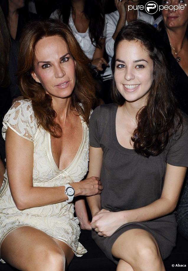 Анушка Делон с матерью.