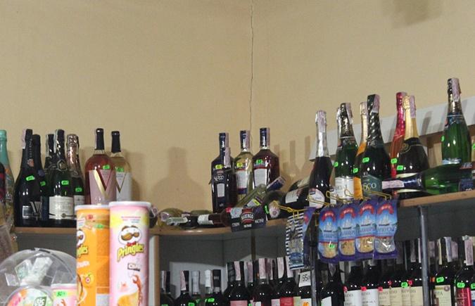 Два енота разгромили магазин на Буковине фото 1