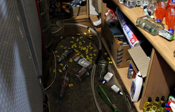 Два енота разгромили магазин на Буковине фото 2