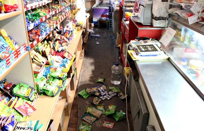 Два енота разгромили магазин на Буковине фото 4