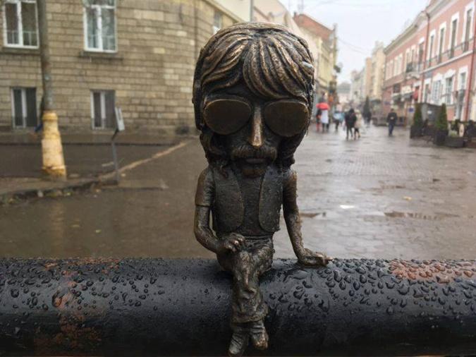 От колобков до бычка-кормильца: топ-7 самых оригинальных памятников Украины фото 2