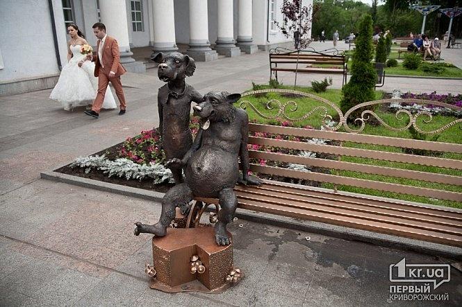 От колобков до бычка-кормильца: топ-7 самых оригинальных памятников Украины фото 5