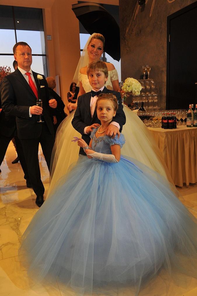 Дети Максаковой и Тюрина Илья и Людмила на ее свадьбе с Вороненковым.