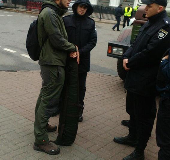 У Рады задержали одессита с оружием фото 1