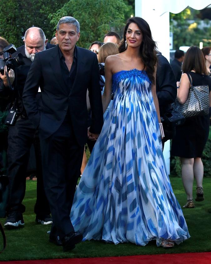 Джордж Клуни обнимался сДжулианной Мур напремьере