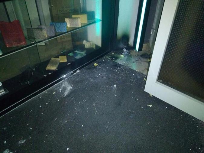 Встриптиз-клуб вцентре Киева бросили взрывные пакеты