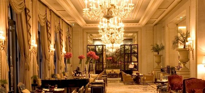 Интерьер отеля Four Seasons Hotel George V в Париже.