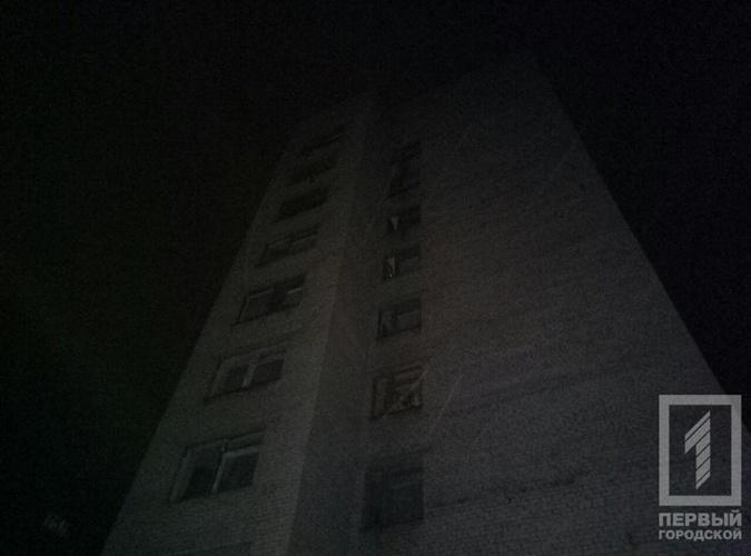 .Женщина выпрыгнула из окна 6-го этажа.