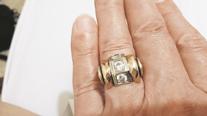 Перстень с тремя бриллиантами Горин получил от жены-цыганки как подарок и оберег.