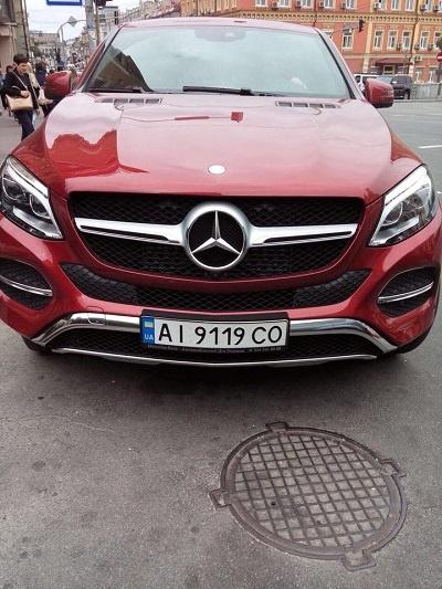 Вот такой Mercedes GLE 350 d угнали у Даши Астафьевой.