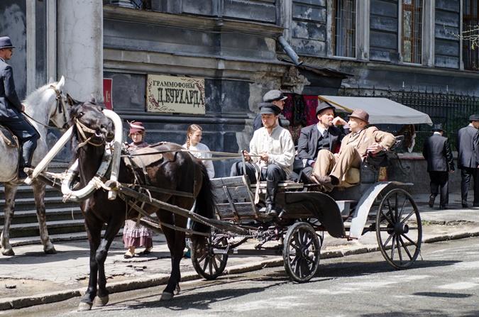События фильма происходят в Одессе в двух временных периодах – в 1910-х и в 1970-х.