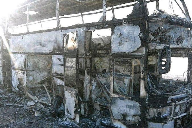Автобус сгорел полностью.