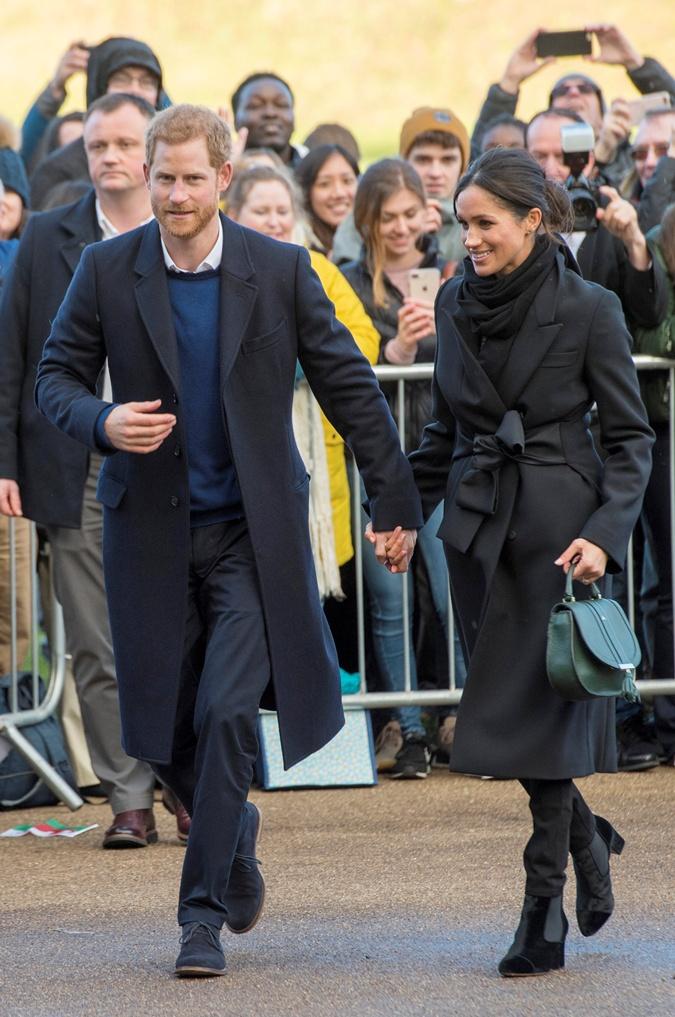 Меган Маркл нарушила королевский протокол во время визита в Уэльс  фото 2