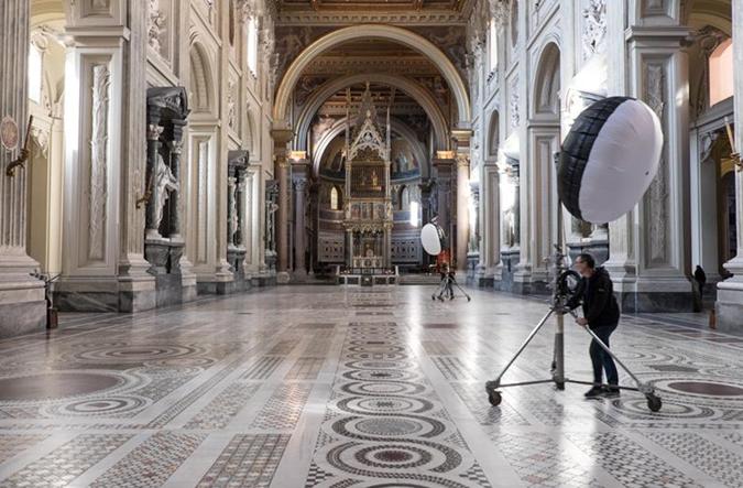Ради съемок создателей фильма допустили в святая святых католической церкви. Фото: KyivMusicFilm.