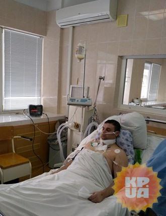 Денису предстоит операция по пластике поврежденных тканей, но парень уже пытается прыгать по палате.