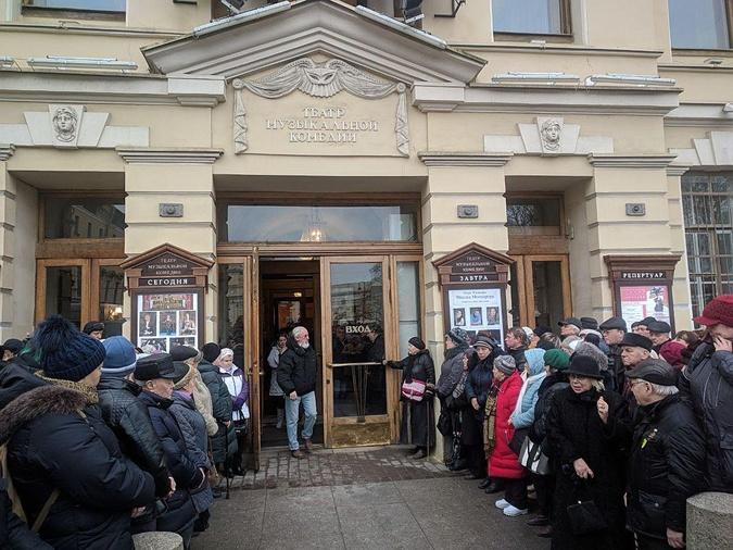 Траурная церемония проходит в театре Музыкальной Комедии. Фото: АЛЕКСАНДР ГЛУЗ