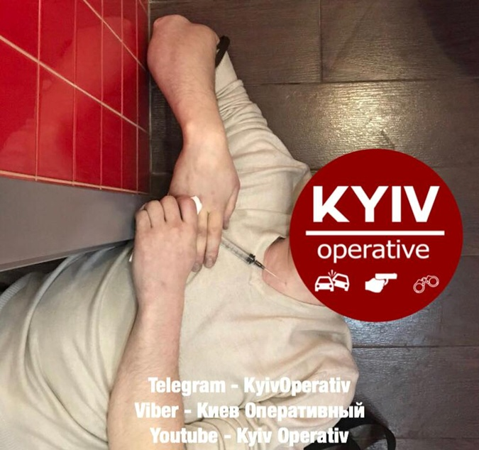 Скончался после укола вгорло. Впиццерии украинской столицы произошла шокирующая смерть
