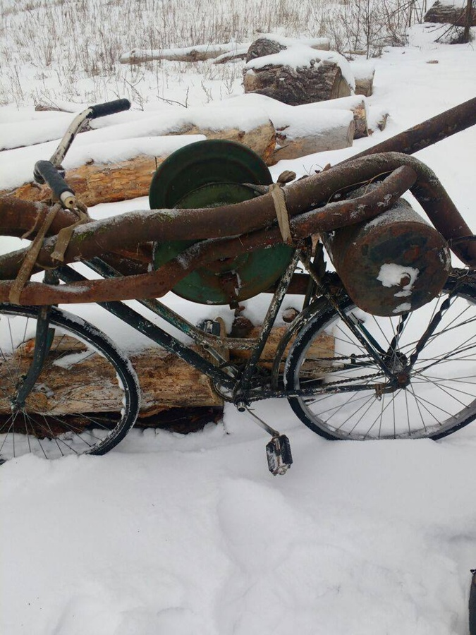 Металлолом мужчина пытался увезти на велосипеде.