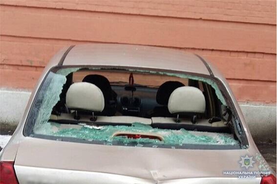 Погромщик машин возле Соломенского суда приехал из Одессы фото 3