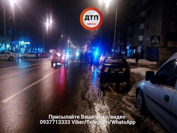 ВГолосеевском районе произошла массовая драка. Мужчине трубой пробили голову
