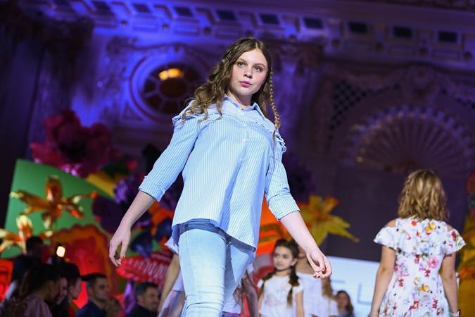 Злата Фреймут пришла на показ без мамы и все свои модельные вопросы решала самостоятельно. Фото: Junior Fashion Week