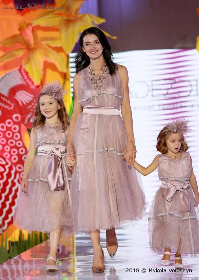 Валентина Хамайко с дочками в стиле family look. Фото: Николай Волошин