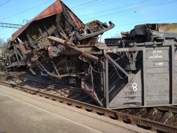 На Львовщине перевернулся товарный поезд: движение пассажирских поездов  заблокировано фото 2