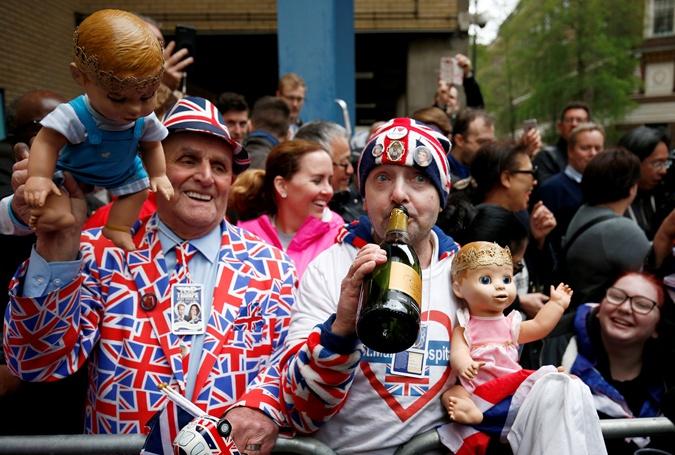 Так жители Лондона ждали рождения наследника.