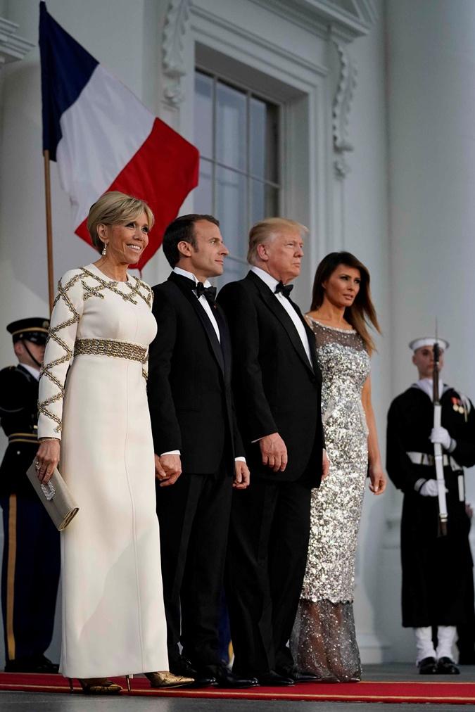 Мелания Трамп заставила дизайнеров Chanel перешить комбинезон в платье  фото 2