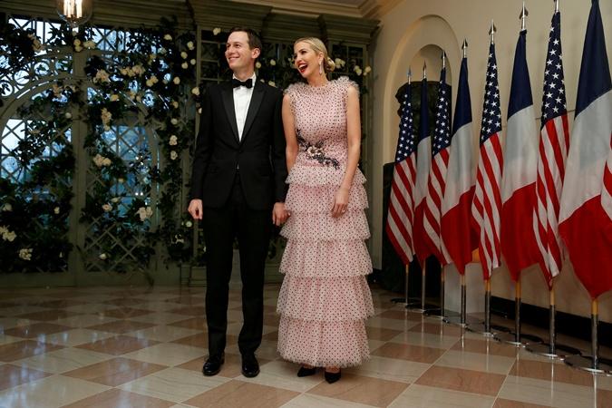 Мелания Трамп заставила дизайнеров Chanel перешить комбинезон в платье  фото 3