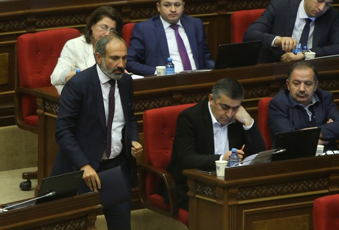 Никол Пашинян в парламенте 1 мая.