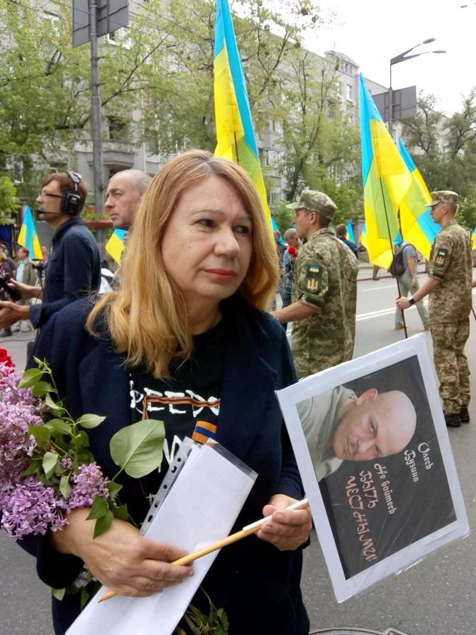 Елена Бережная пришла с портретом Олеся Бузины.