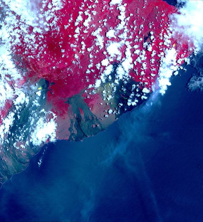 На Гавайях объявлена чрезвычайная ситуация из-за извержения вулкана Килауэа фото 1