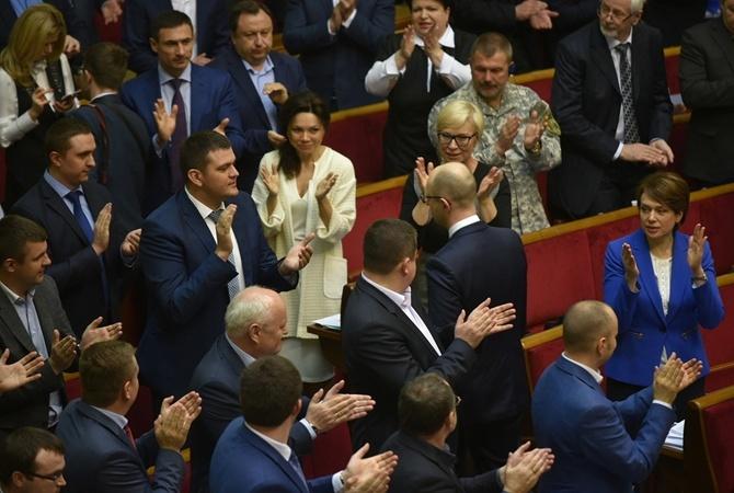 Депутаты провожают Яценюка 14 апреля 2016 года.