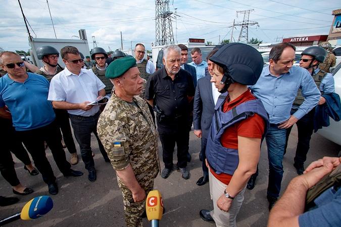 Президент Эстонии посетила Донбасс фото 3