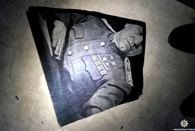 ВХарькове разбили памятную доску сизображением маршала Жукова