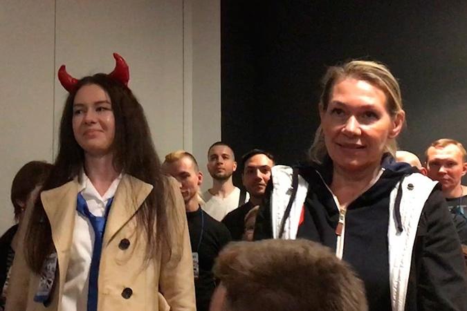Жена Леонида Якубовича Марина (справа) и дочь Варвара.