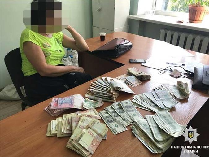 В Днепре женщина под видом сухофруктов продавала наркотики  фото 1