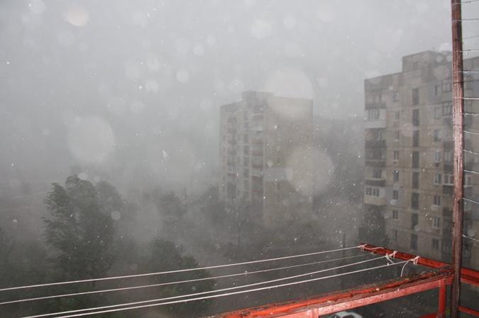 Такую картину жители Лисичанска видели в своих окнах.