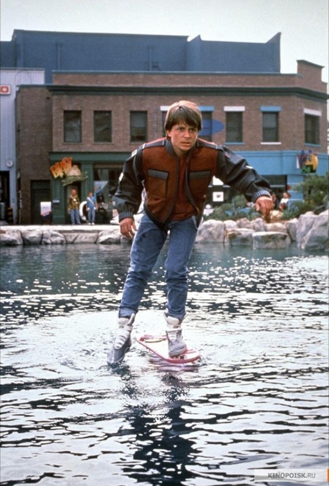 00b8779c3 Майкл Джей Фокс в тех самых кроссовках. Кадр из фильма