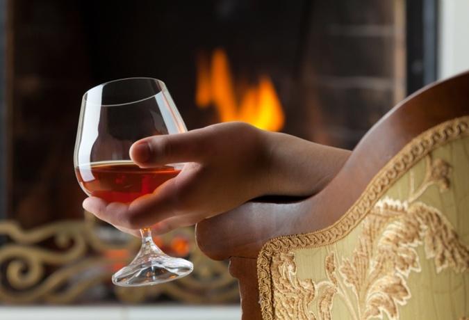 Коньяк не стоит пить перед сном. Фото: WineStreet