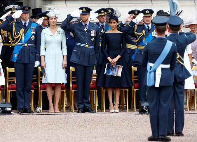 И образ Кейт, и образ Меган отлично гармонируют с военной формой. Фото: REUTERS