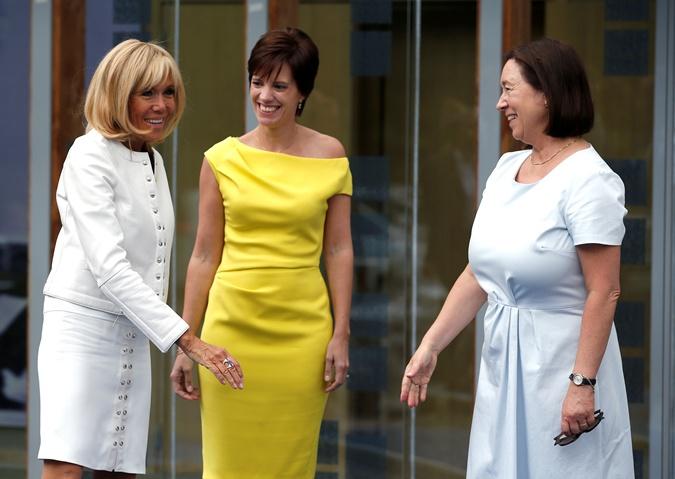 Наряды первых леди на саммите НАТО: скромные фасоны, но модные цвета  фото 4