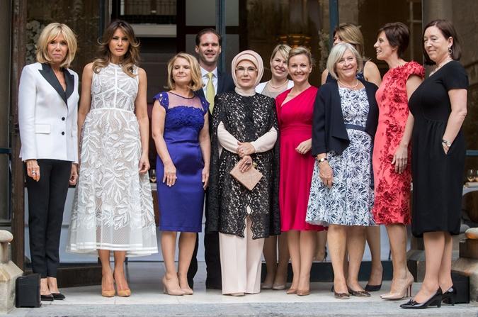 Наряды первых леди на саммите НАТО: скромные фасоны, но модные цвета  фото 10