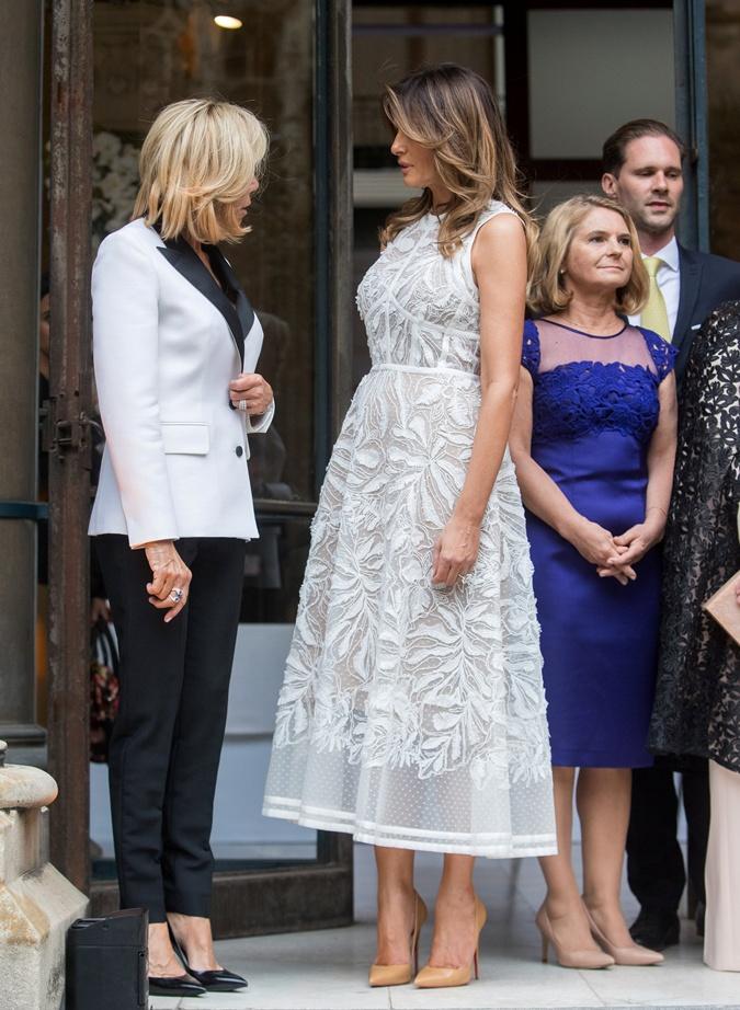 Наряды первых леди на саммите НАТО: скромные фасоны, но модные цвета  фото 7