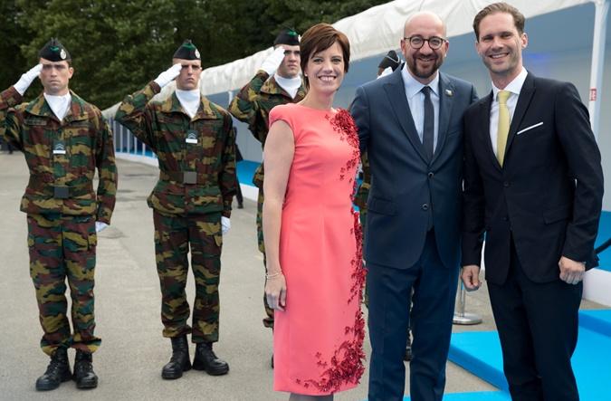 Наряды первых леди на саммите НАТО: скромные фасоны, но модные цвета  фото 8