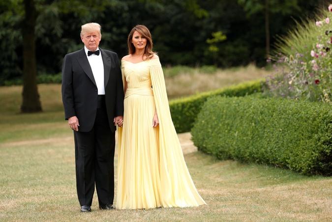 Мелания Трамп в образе принцессы Белль пришла на ужин к Терезе Мэй фото 2
