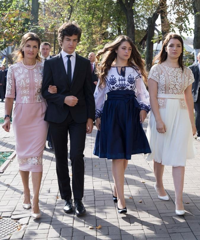 Платье для Марины Порошенко ко Дню Независимости шили месяц фото 3