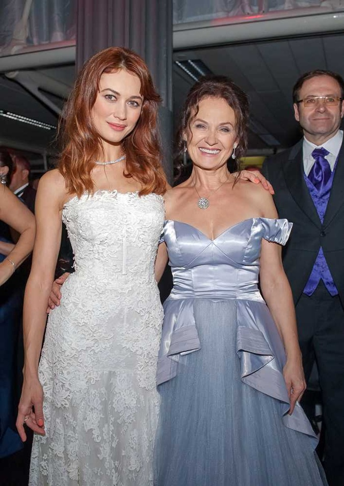 Актриса и ее мать в Лондоне.