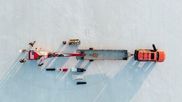 296 км/час: американка смогла разогнать велосипед до скорости Boeing 747 фото 1